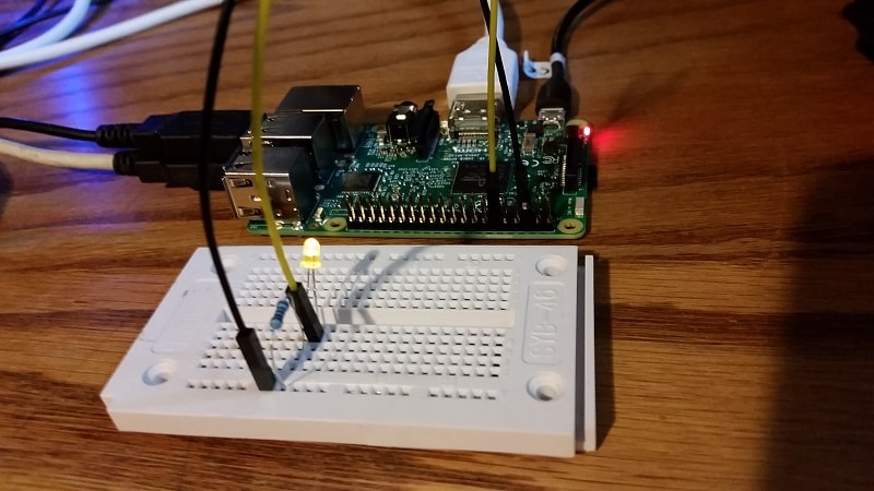 connectado-led-breadboard-y-pi-on-aprender-python